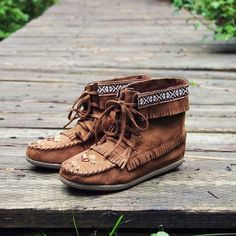 Brown leather Snohomish Beaded Moccasin boots