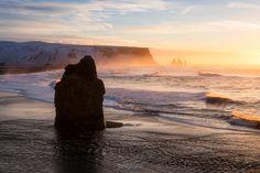 """Rouz 29 posted a photo:  ................ www.erwanleroux.bzh ................  .......... Facebook / 500px / Google+ ..........  Une belle lumière du matin pour un des plus beaux paysages d'Islande !  Ici, la magnifique et très grande plage de sable noir de Reynisfjara s'étendant jusqu'aux fameuses Aiguilles de Vik au fond ou """"Reynisdrangar"""" (ou """"Rochers des Trolls"""") baignant dans la douce lumière d'un lever dont je me souviendrai très longtemps :)"""