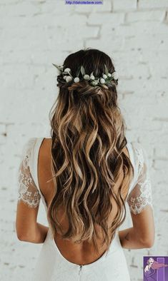 Wedding Hair Down Wedding bride bridal hair hairstyle updo hairdo loose waves curls long down half up half down flowers crown Indie Wedding Dress, Wedding Hair Down, Wedding Updo, Half Up Half Down Wedding Hair, Wedding Hair Styles, Hair Style Bride, Wedding Hair Blonde, Wavy Bridal Hair, Romantic Wedding Dresses