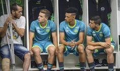 (Fotos) Con muletas, llegó Neto a entrenamiento de Chapecoense