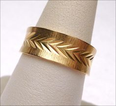 14 kt Diamond Cut Leaf Pattern Etched Wedding Band Yellow Gold