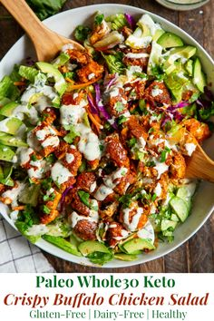 keto friendly salads This buffalo chicken salad is super addicting, easy to make, and filled with goodies! Crispy pan fried chicken tenders are tossed in 2 ingredient buffalo sauce Whole 30 Diet, Paleo Whole 30, Whole 30 Recipes, Whole 30 Lunch, Pollo Buffalo, Buffalo Chicken, Salad With Chicken, Fried Chicken Salads, Gastronomia