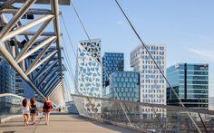 Akrobaten ('der Akrobat') ist eine 206 Meter lange Brücke über die Gleise des Osloer Hauptbahnhofs, die die beiden Stadtviertel Grønland und...