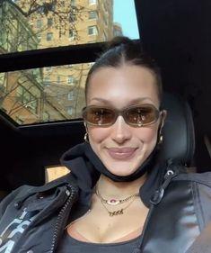 Isabella Hadid, Bella Hadid Style, Divine Feminine, Pretty Face, Female Models, Cool Girl, Mens Sunglasses, Stylish, Black