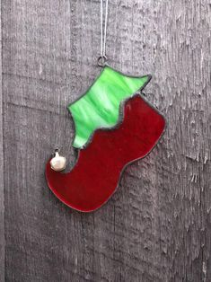 Stained Glass Ornaments, Stained Glass Christmas, Stained Glass Projects, Fused Glass Art, Stained Glass Patterns, Glass Christmas Decorations, Glass Christmas Tree Ornaments, Christmas Ideas, Christmas Clay