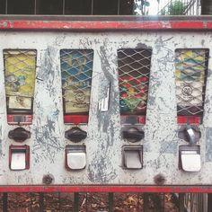 1, 2, 3 oder 4? Einen guten Morgen und einen Tag voller bunter Möglichkeiten wünsch ich euch! #kaugummiautomat #frankfurtdubistsowunderbar #kindheitserinnerungen
