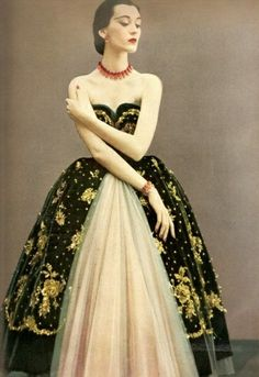 indypendentstyles:  Christian Dior Couture 1950  This reminds me of Russian court dresses!
