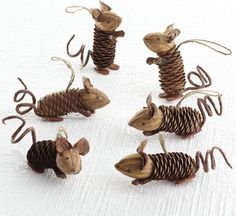 Cute little mice made from pine cones and nuts. I'm definitely making them for my family for Christmas!