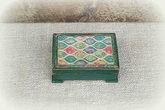 agir / Krabička Krabi, Decorative Boxes, Top, Home Decor, Homemade Home Decor, Decoration Home, Decorative Storage Boxes, Crop Shirt, Blouses