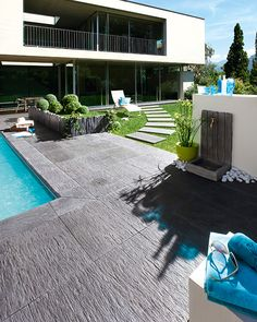cool small backyard pool ideas landscaping design page 52 Small Backyard Pools, Small Pools, Exterior Tiles, Led Garden Lights, Courtyard Pool, Pool Water Features, Concrete Pool, Backyard Playground, Dream Pools