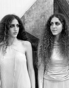 sama haya abu khadra These Dubai-based old identical twins of Palestinian origin are young, stylish, and two of the youngest fashion buyers in the world. Khadra, Grazia Magazine, Twice As Nice, Identical Twins, Young Life, Young Fashion, Double Exposure, One Shoulder Wedding Dress, Beautiful People