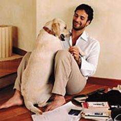 Raoul Bova and labrador http://www.legadelcane.org/wp-content/uploads/2012/04/raoul-bova.gif