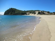 Butterfish Bay is one of 17 idyllic white sand beaches on Great Keppel Island in South Queensland, Australia. Fraser Island, Queensland Australia, White Sand Beach, Cairns, Brisbane, Beaches, Water, Outdoor, Bahia