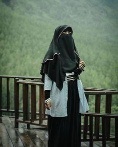 mayoritas punya kuantitas minoritas punya kualitas . . . #Lensa #Muslimah Dari Sudut Yang Indah .  Like,  Share and Tag 5 Sahabat Muslimahmu .  Follow 💝 @LensaMuslimahID 👒📷 Follow 💝 @LensaMuslimahID 👒📷 Follow 💝 @LensaMuslimahID 👒📷 . Join Us @MuslimahIndonesiaID 🎈  Karena Muslimah #Sholehah Itu Istimewa by @afifagilnugroho . #duniajilbab #wanitasaleha #beraniberhijrah #tausiyahcinta #sahabattaat #sahabatmuslimah #Hijab #Jilbab #Khimar #KaumHawa #MuslimahTraveller #NiqobSquad…