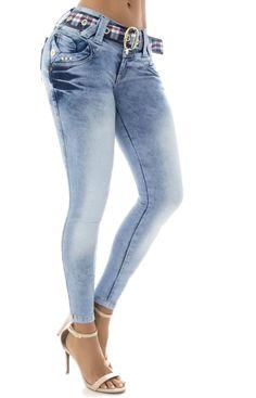 Los vaquero AZUL push up, son ampliamente conocidos por el efecto pum-up que incorporan un nuevo estilo gracias al diseño de pinzas laterales, creamos un patrón exclusivo para controlar el abdomen #Vaqueroscolombianos#Vaquerospushup #jeanspushup#Vaquerospitillo#pantaloncolombiano #tejanos los consigues en www.hadabella.com Denim Jacket Fashion, Denim Outfit, Fashion Pants, Sexy Jeans, Jeans Pants, Denim Jeans, Denim Art, Denim Jumpsuit, Girls Jeans