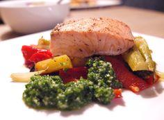 Ofengemüse mit Pesto und Lachs