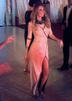 Rochia din paiete roz stil Marele Gatsby Lunea la noi in atelier e sclipitoare precum rochia frumoasei noastre cliente! Multumim Oana pentru fotografia cu rochia din paiete roz stil Marele Ga...
