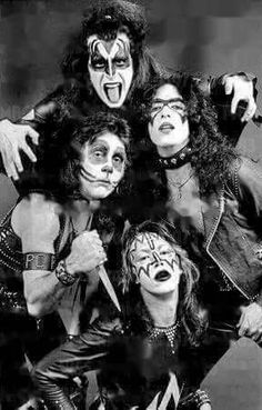 Wow, I'm so glad they kept working on that makeup! Kiss Images, Kiss Pictures, Paul Stanley, Gene Simmons, Eric Singer, Kiss Rock Bands, Vinnie Vincent, Eric Carr, Peter Criss