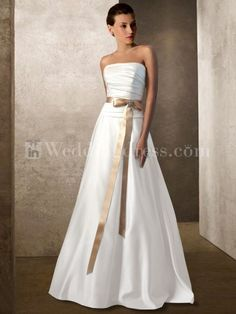 this is how I envision my wedding dress, except with a baby blue ribbon... on the beach