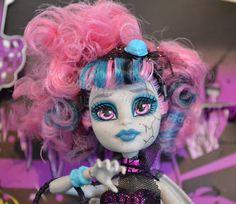Monster High Zombie Dance 2 Packs  http://sparshop.biz/monster-high-2014-ii/monster-high-zombie-shake-2er-pack-sortiment-bjr15/index.php