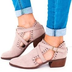 Low Heel Ankle Boots, Chunky Heel Pumps, Low Heels, Ankle Booties, High Boots, Heeled Boots, Sexy Heels, Suede Boots, Leather Boots