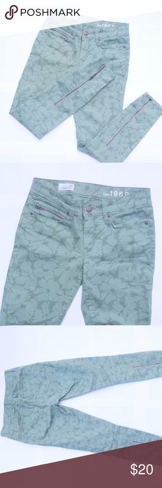 GAP - Legging Jeans 1969 Floral Green Pattern Stretchy and comfortable in perfect conditions. GAP Jeans Skinny