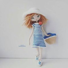 Muñeca en la playa amigurumi Crochet Dolls Free Patterns, Crochet Doll Pattern, Crochet Stitches Patterns, Amigurumi Patterns, Amigurumi Doll, Crochet Girls, Crochet Bunny, Love Crochet, Beautiful Crochet