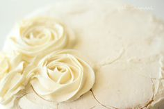 Tips for Making a Swirled Rose Cake - girl. Really great and easy idea :) Rossete Cake, Cake Icing, No Bake Cake, Cupcake Cakes, Icing Cupcakes, Cake Decorating Techniques, Cake Decorating Tutorials, Cookie Decorating, Pretty Cakes