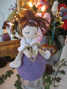 Angel on a christmas ball, crochet, pattern by Christel Krukkert.