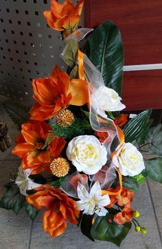 Kuvahaun tulos haulle dekoracje nagrobne Floral Arrangements, Flower Arrangement, Funeral, Flower Designs, Diy And Crafts, Centerpieces, Floral Wreath, Projects To Try, Pastel