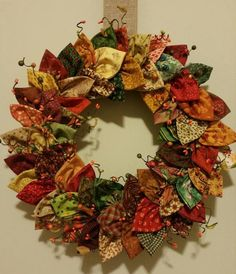 Fabric wreath, More fabric crafts Christmas Sewing, Christmas Projects, Christmas Crafts, Christmas Ornaments, Fabric Christmas Decorations, Christmas Quilting, Xmas, Burlap Christmas, Christmas 2019