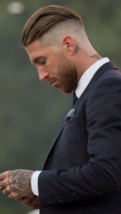 Classy Hairstyles for Men In 2020 top 25 Classy Haircuts for Men Best Undercut Hairstyles, Mens Modern Hairstyles, Undercut Men, Classy Hairstyles, Modern Haircuts, Hairstyle Look, Haircuts For Men, Barber Haircuts, Hair And Beard Styles