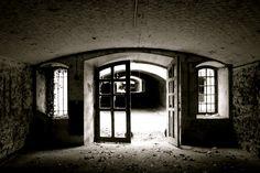 Dark&White - Fort de Buc by clementboudou on 500px