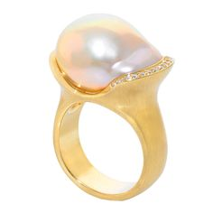 Susan SADLER Freshwater Pearl Diamond Gold Ring. One-of-a-Kind Freshwater (15 x 20 mm) Pearl Ring set in 18.5k yellow gold with round brilliant-cut diamonds (0.12ct). (hva)