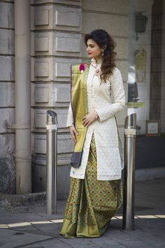 Redefine Your Style With Stunning Blouses - Designer Dresses Couture Saree Jacket Designs, Sari Blouse Designs, Fancy Blouse Designs, Sari Design, Diy Design, Saree Wearing Styles, Saree Styles, Blouse Styles, Indian Fashion Trends