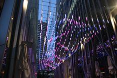 X-LED - Beleuchtete Promenade in London mit einer Konstruktion aus I-SYS Seilen und LED Leuchtenabhängungen #led #ledlights #lightingdesign #xled #light