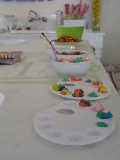 for art party serve food in art pallettes - studio paint party by shelly kennedy/drooz studio, via Flickr