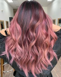 Cores de cabelo 2019: 200 fotos e tendências para um novo visual Hair Color Pink, Red Purple Hair, Cool Hair Color, Curly Pink Hair, Ombré Hair Colorido, Light Hair, Asian Hair, Dye My Hair, Crazy Hair