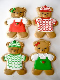 bear cookies by Oh, Sugar! Every year we bake dozens of cookies. We ice our cookies too, but they are never this cute! Christmas Sugar Cookies, Christmas Sweets, Holiday Cookies, Christmas Baking, Gingerbread Cookies, Christmas Kitchen, Fancy Cookies, Iced Cookies, Cute Cookies