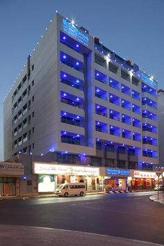 Set in Al Rifa residential district, Rolla Residence offers spacious apartments with fully equipped kitchens and a rooftop pool with views of Bur Dubai's. Hotel A Dubai, Hotel S, Dubai World, Hotel Apartment, Rooftop Pool, Serviced Apartments, World Trade Center, Terrace, Flat Screen