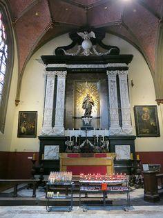 Zijkapel Antwerpse kathedraal België........lbxxx.