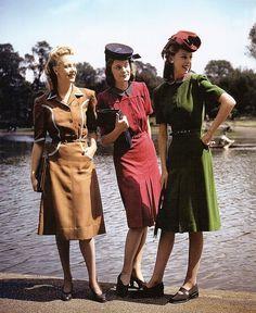 時代は世界大戦へと突入していきます。戦争で男性が街中から消え、その代わりに労働力として女性が外で働き始めます。初期の頃は男性のスーツを思わせカッチリとしたデザインが多く。40年代半ばの戦後はその反動か、フレアスカートなどのエレガントな装いが流行りました。