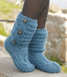 One Step Ahead by DROPS Design - Cutest Knitted DIY: FREE Pattern for Cozy Slipper Boots. I don't knit but I bet I could take an old sweater and turn it into this with some simple sewing. Knitting Socks, Knitting Stitches, Knitting Patterns Free, Free Knitting, Crochet Patterns, Crochet Design, Beginner Knitting, Crochet Motifs, Crochet Slipper Boots