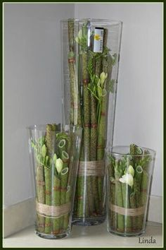 3 vazen gevuld met polygonum 3 Vases of different height, filled with polygonum and flowers (freesias) - how… Art Floral, Deco Floral, Floral Design, Ikebana, Diy Flowers, Flower Decorations, Fleur Design, Corporate Flowers, Deco Nature