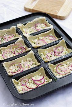 Tolle Idee: Knusprige Fetaschiffchen als Fingerfood auf die Schnelle oder gesunder Snack zwischendurch.