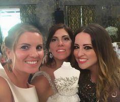 Que REQUETEBIEEEEEEEN me lo he pasado en la boda de mi prima @pilarfopiani . Más gadita y más llena de detalles, imposible. Y tanto ella como Faly...en fin, sin palabras.   LOVE #love #amor #familia #family #primas #wedding #weddingplanner #weddingdress #wood #boda #bodasbonitas #bodasunicas #happy #feliz #Cádiz #inlove #decor #inspiration #picoftheday #fashion #fashionblogger #chocolate