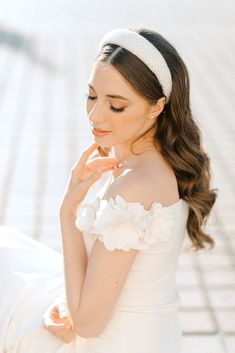 Hair & makeup artist Alesia Solo shares how to achieve the perfect old-world glam bridal beauty look in this Parisian editorial. Photos by Elizaveta Photography.