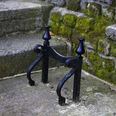 Boot Scrapers - traditional style cast iron bars set into masonry on a front stoop, although many modern wood, rubber, or plastic scrapers have been augmented with brushes to remove debris from all angles. Art Fer, Old Fashioned House, Front Stoop, Front Doors, Horse Drawn Wagon, Outdoor Living, Outdoor Decor, Outdoor Stuff, The Ranch