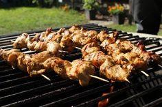 Csirkemell csíkok parázson grillezve     Gyönyörű napfényes októberi ősz van, élvezzük a simogató napsütést - s mindeközben készítünk egy finom és könnyű ebédet. Jöhetnek a részletek?  ... Skewers, Shrimp, Grilling, Bbq, Chicken, Recipes, Food, Barbecue, Barrel Smoker