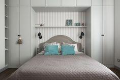 Symetryczna aranżacja sypialni